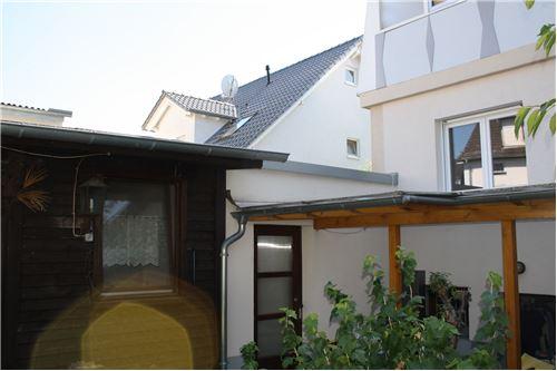 Garage und Gartenhaus
