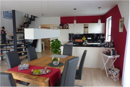 Wohn- u. Essbereich mit offenem Küchenbereich