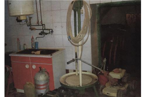 Weinkeller mit Strombojler